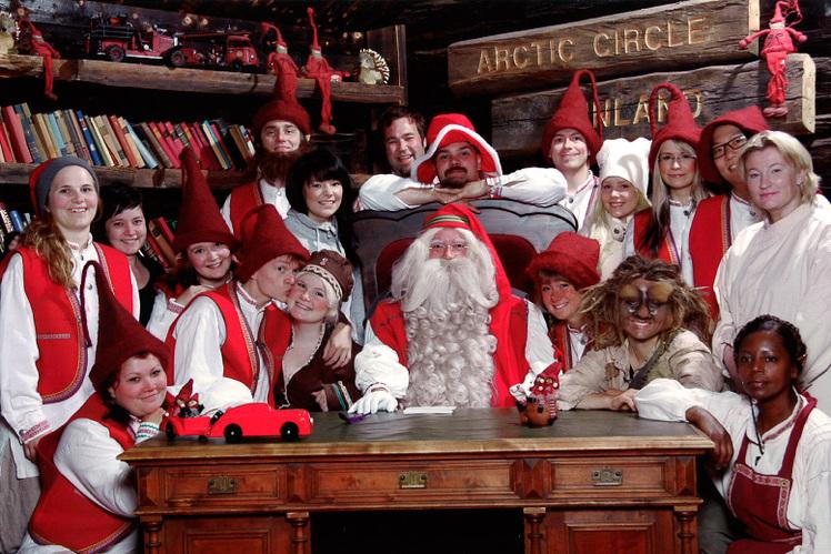 Siamo la Rappresentanza Ufficiale per l Italia del mitico Ufficio Postale di  Rovaniemi e di Santa Claus (quello dei milioni di Lettere da tutto il  mondo) 6b6c9e6ea039